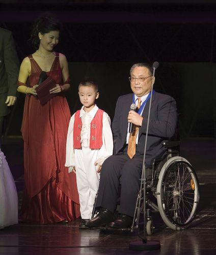 Deng Pufang in wheelchair with young boy.